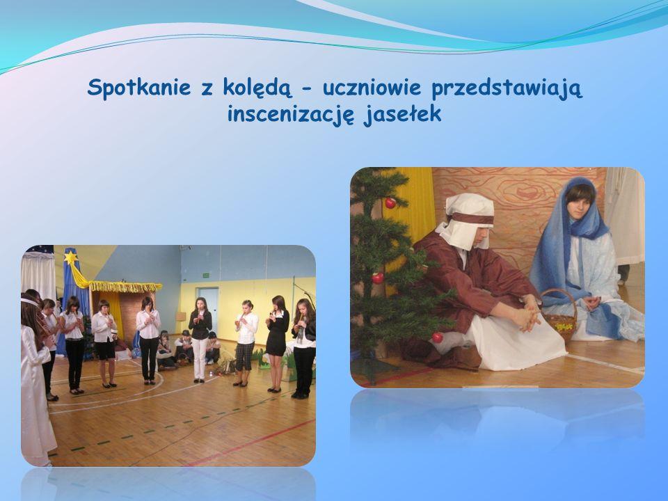 Spotkanie z kolędą - uczniowie przedstawiają inscenizację jasełek