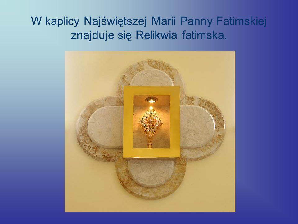 W kaplicy Najświętszej Marii Panny Fatimskiej znajduje się Relikwia fatimska.