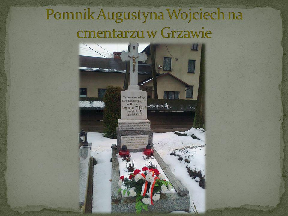 Pomnik Augustyna Wojciech na cmentarzu w Grzawie