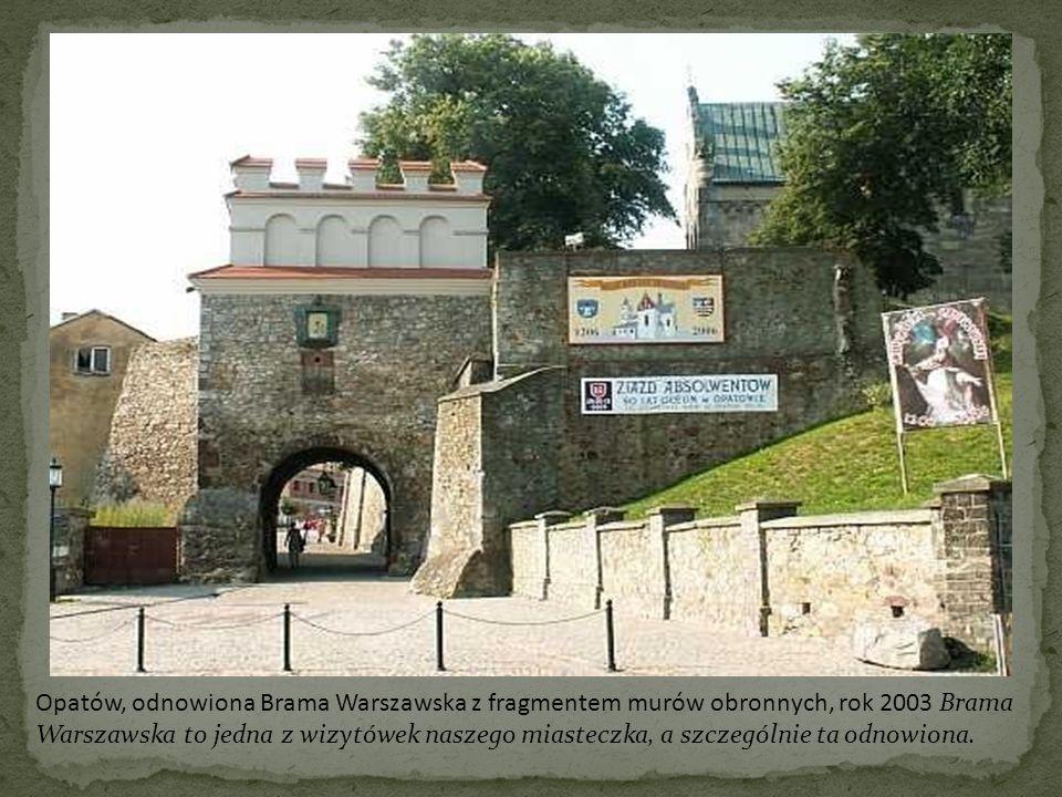 Opatów, odnowiona Brama Warszawska z fragmentem murów obronnych, rok 2003 Brama Warszawska to jedna z wizytówek naszego miasteczka, a szczególnie ta odnowiona.