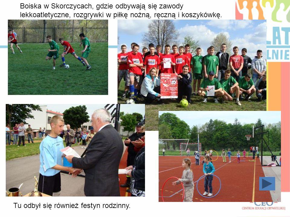 Boiska w Skorczycach, gdzie odbywają się zawody lekkoatletyczne, rozgrywki w piłkę nożną, ręczną i koszykówkę.