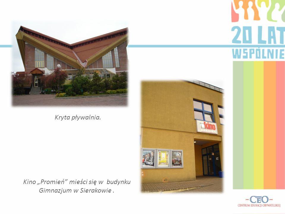 """Kino """"Promień mieści się w budynku Gimnazjum w Sierakowie ."""
