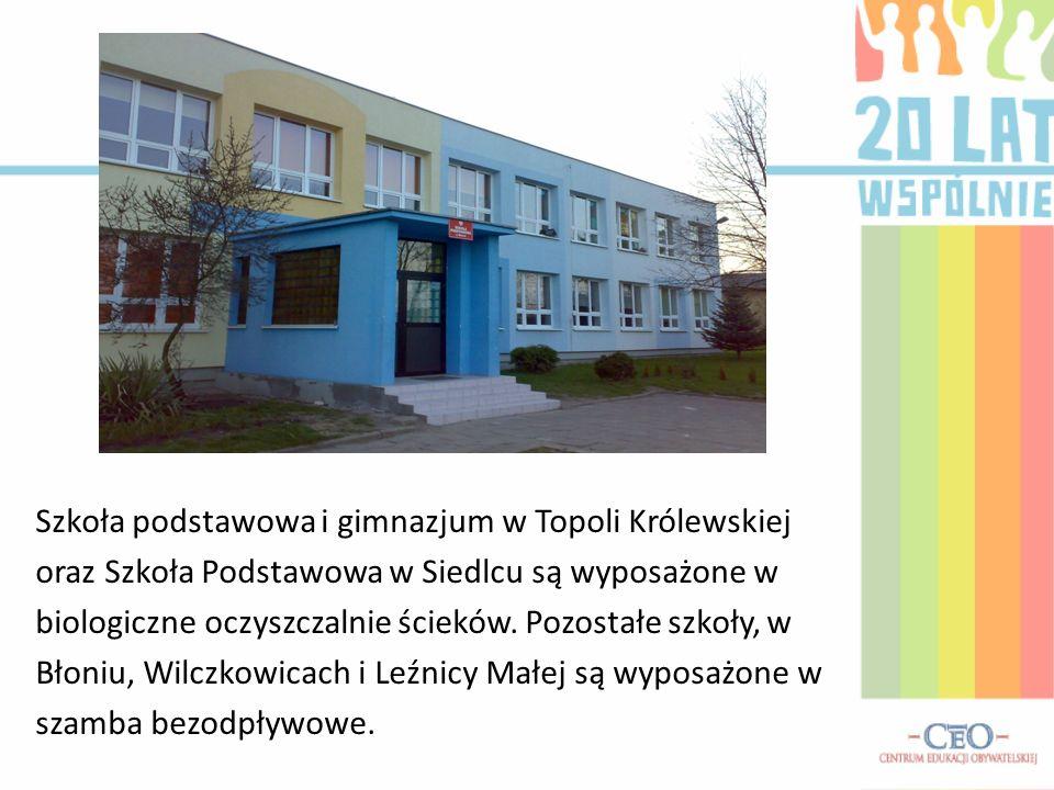Szkoła podstawowa i gimnazjum w Topoli Królewskiej oraz Szkoła Podstawowa w Siedlcu są wyposażone w biologiczne oczyszczalnie ścieków.