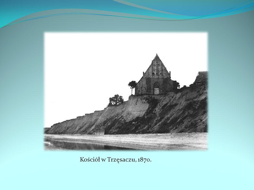 Dość szybko również cofa się brzeg w pobliskim Trzęsaczu, który słynie z ruin kościoła pochłanianego przez morze.