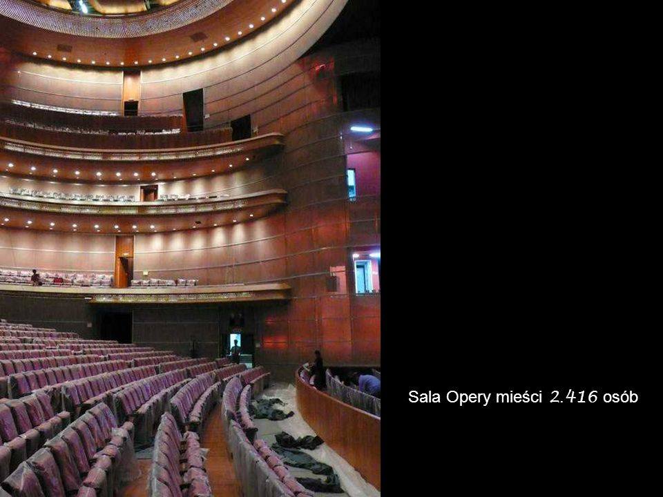 Sala Opery mieści 2.416 osób