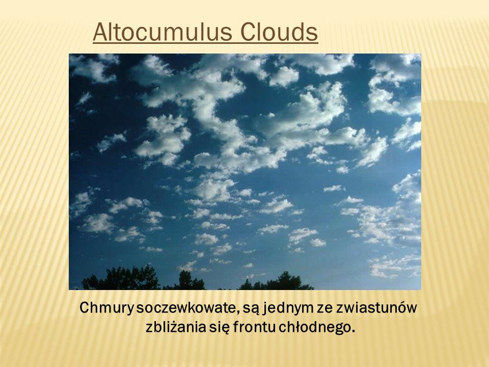 Altocumulus Clouds Chmury soczewkowate, są jednym ze zwiastunów