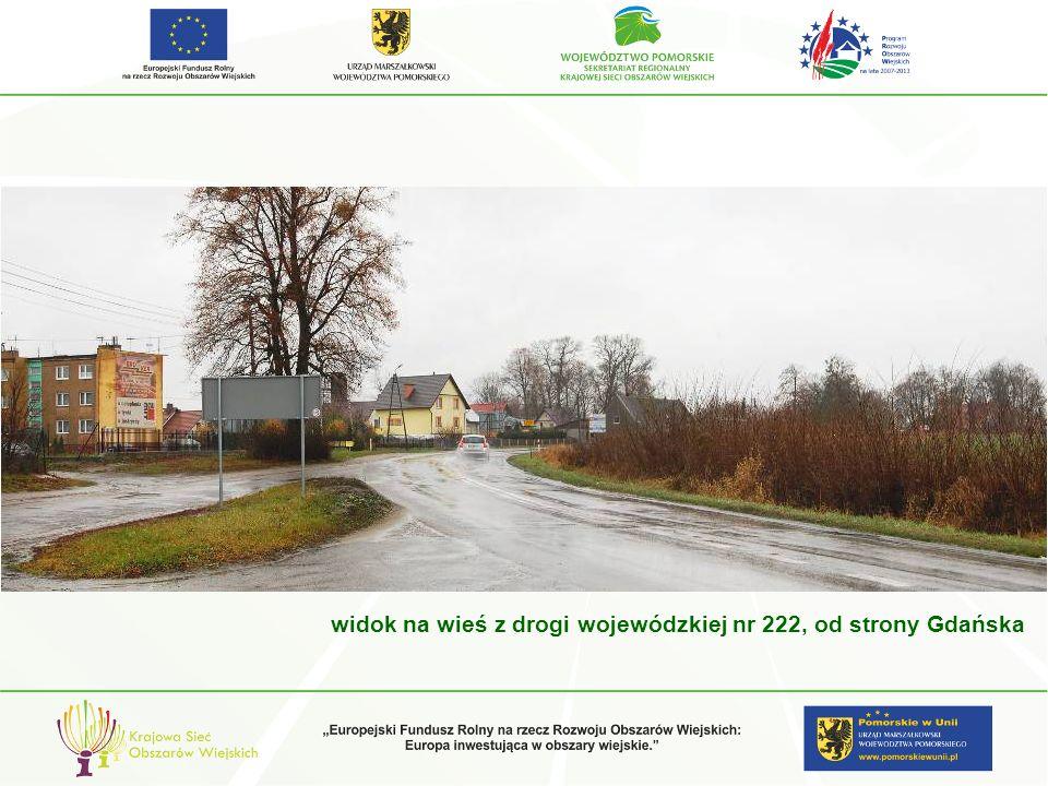 widok na wieś z drogi wojewódzkiej nr 222, od strony Gdańska