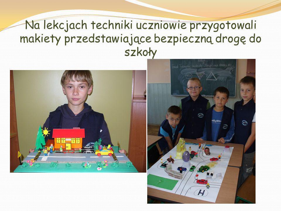 Na lekcjach techniki uczniowie przygotowali makiety przedstawiające bezpieczną drogę do szkoły