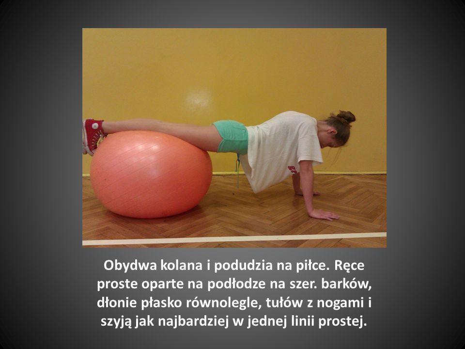 Obydwa kolana i podudzia na piłce