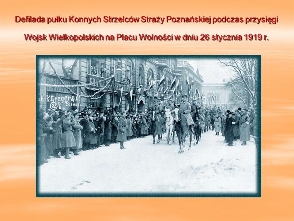 Defilada pułku Konnych Strzelców Straży Poznańskiej podczas przysięgi Wojsk Wielkopolskich na Placu Wolności w dniu 26 stycznia 1919 r.
