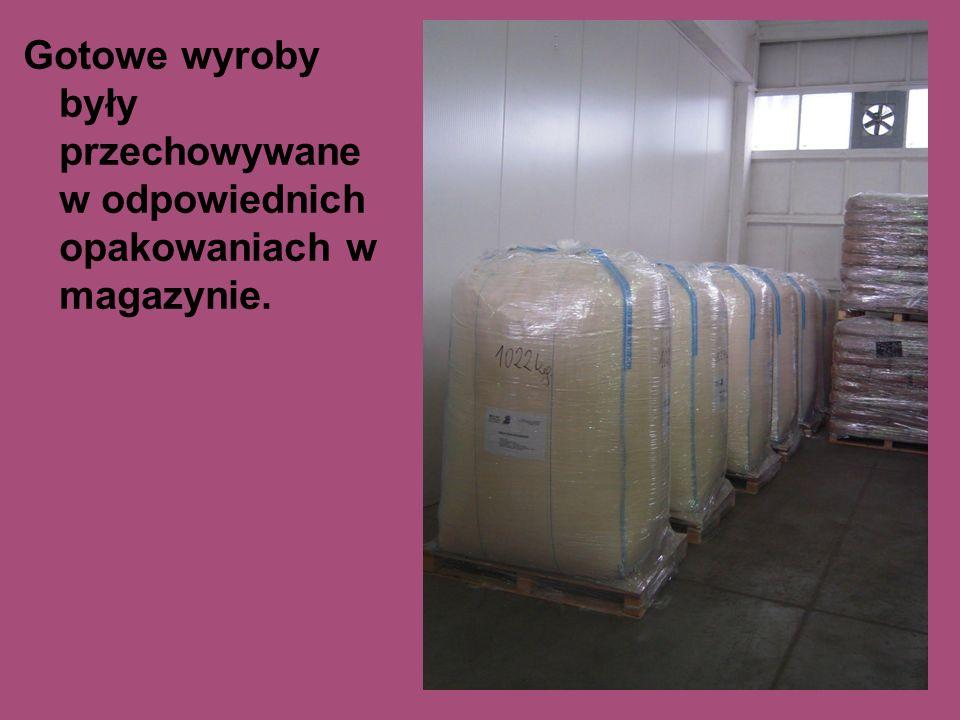 Gotowe wyroby były przechowywane w odpowiednich opakowaniach w magazynie.