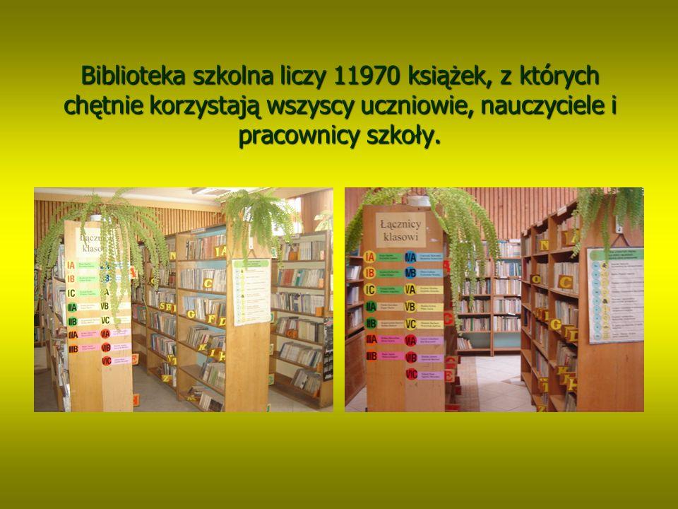 Biblioteka szkolna liczy 11970 książek, z których chętnie korzystają wszyscy uczniowie, nauczyciele i pracownicy szkoły.