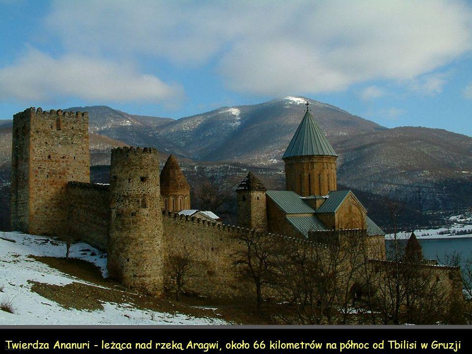 Ananuri - twierdza leżąca nad rzeką Aragwi, około 66 kilometrów na północ od Tbilisi w Gruzji. Pochodzi z przełomu XVI i XVII wieku. Największą wieżą fortecy Ananuri jest Szeupowari, pochodzi z XVII wieku.