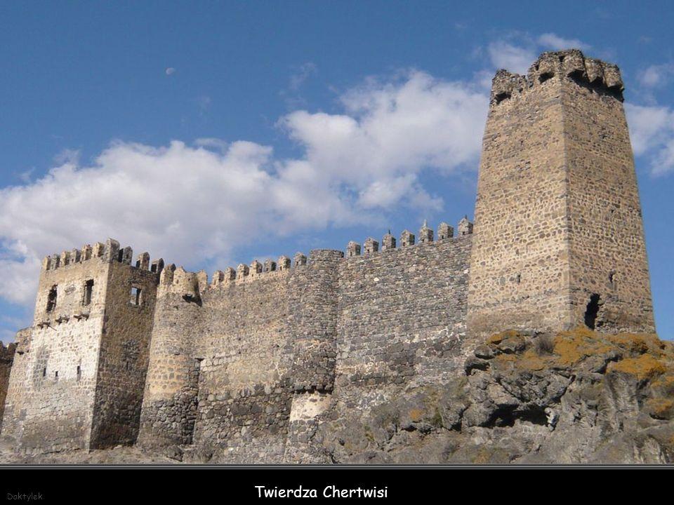 Twierdza Chertwisi - jedna z najstarszych fortyfikacji w regionie Samcche-Dżawachetia w południowej Gruzji. Budowę twierdzy rozpoczęto w II wieku przed naszą erą. Kościół na jej terenie powstał w 985 r., a obecny kształt uzyskał po przebudowach w 1354 r.