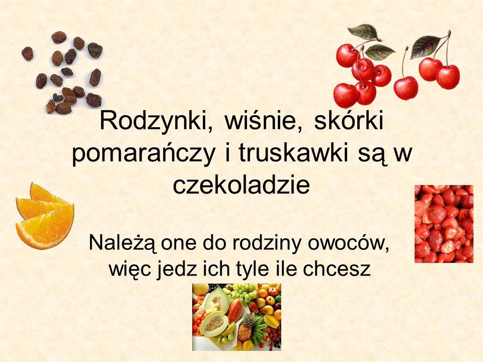 Rodzynki, wiśnie, skórki pomarańczy i truskawki są w czekoladzie