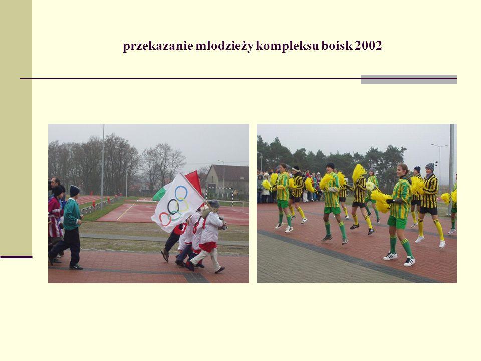przekazanie młodzieży kompleksu boisk 2002