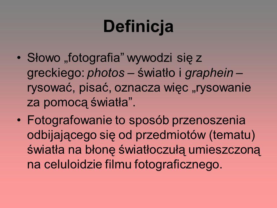 """Definicja Słowo """"fotografia wywodzi się z greckiego: photos – światło i graphein – rysować, pisać, oznacza więc """"rysowanie za pomocą światła ."""