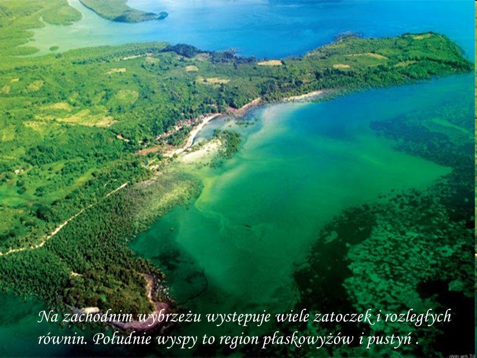 Na zachodnim wybrzeżu występuje wiele zatoczek i rozległych równin