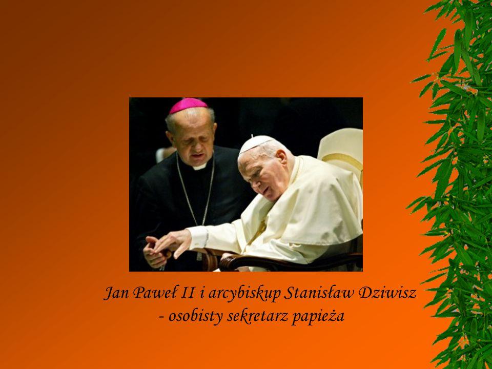 Jan Paweł II i arcybiskup Stanisław Dziwisz
