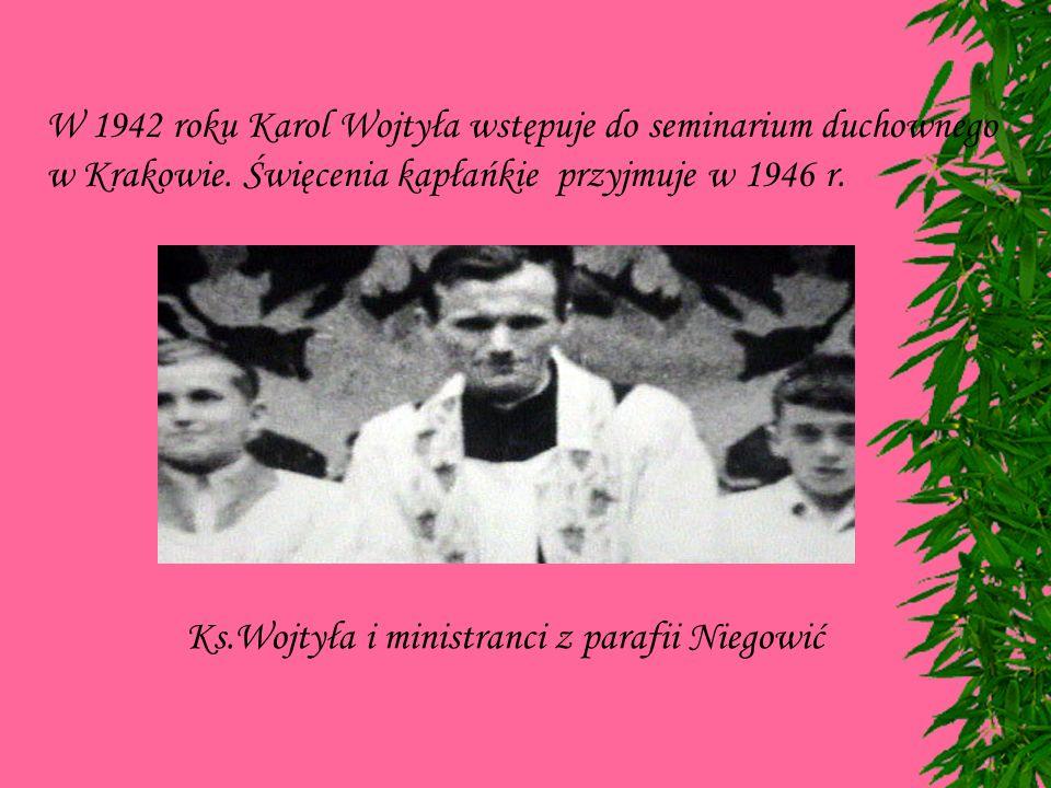 W 1942 roku Karol Wojtyła wstępuje do seminarium duchownego