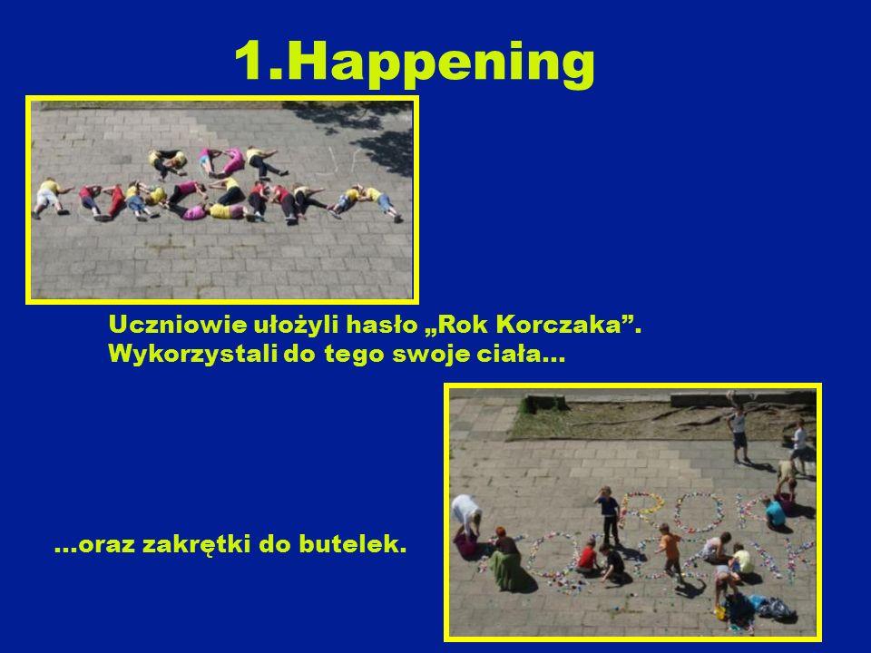 """1.Happening Uczniowie ułożyli hasło """"Rok Korczaka ."""
