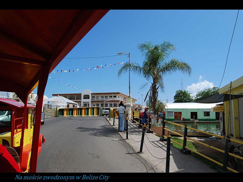 Na moście zwodzonym w Belize City
