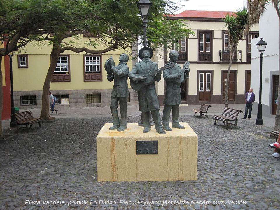 Plaza Vandale, pomnik Lo Divino