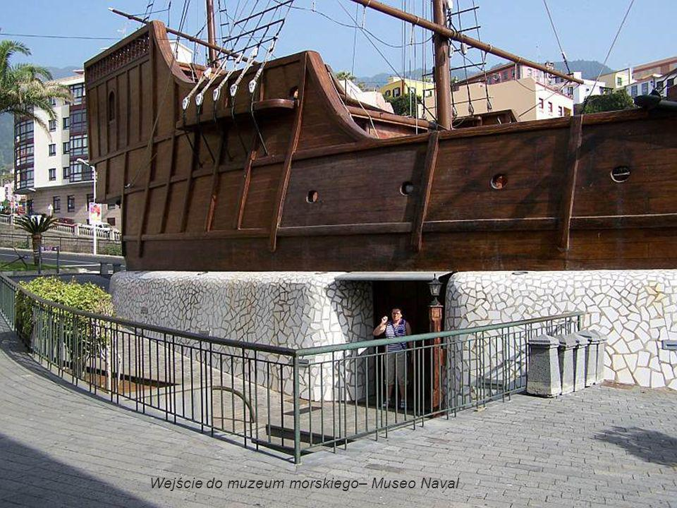 Wejście do muzeum morskiego– Museo Naval