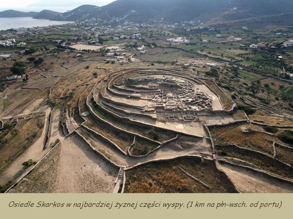 Osiedle Skarkos w najbardziej żyznej części wyspy. (1 km na płn-wsch