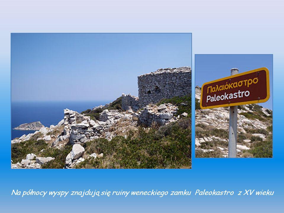 Na północy wyspy znajdują się ruiny weneckiego zamku Paleokastro z XV wieku