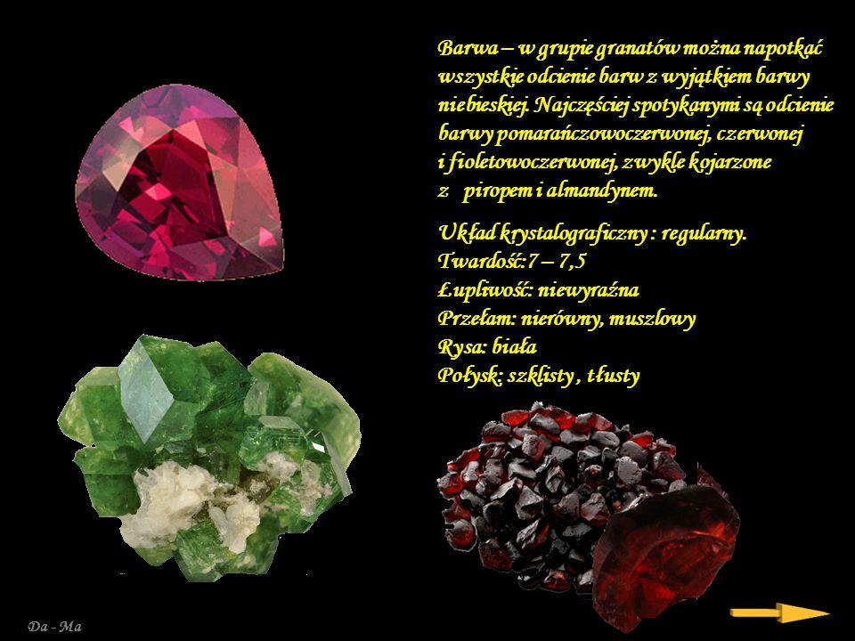 Barwa – w grupie granatów można napotkać wszystkie odcienie barw z wyjątkiem barwy niebieskiej. Najczęściej spotykanymi są odcienie barwy pomarańczowoczerwonej, czerwonej i fioletowoczerwonej, zwykle kojarzone z piropem i almandynem.