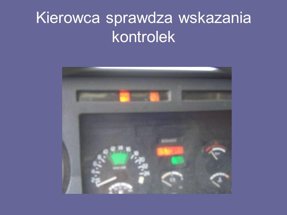Kierowca sprawdza wskazania kontrolek