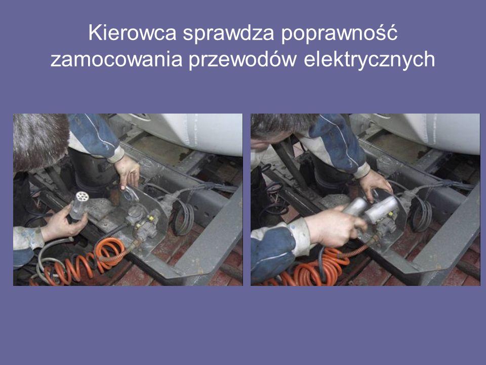 Kierowca sprawdza poprawność zamocowania przewodów elektrycznych