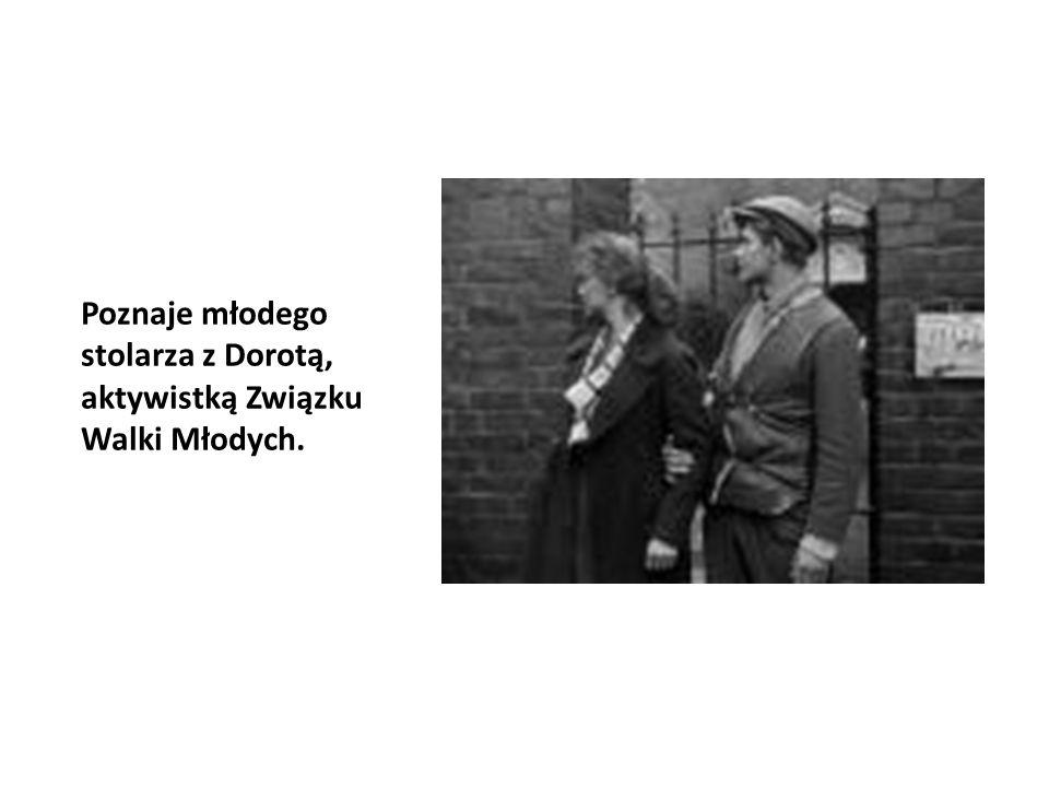 Poznaje młodego stolarza z Dorotą, aktywistką Związku Walki Młodych.