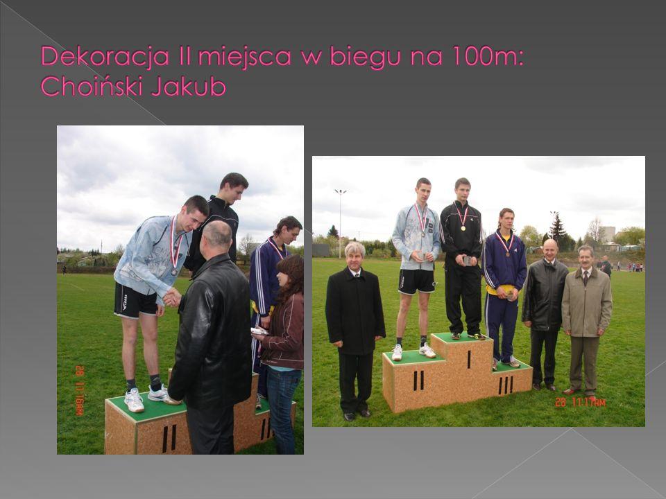 Dekoracja II miejsca w biegu na 100m: Choiński Jakub