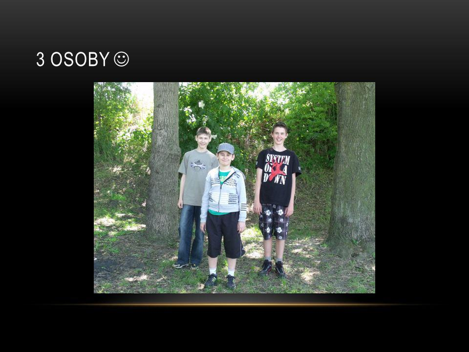 3 osoby 