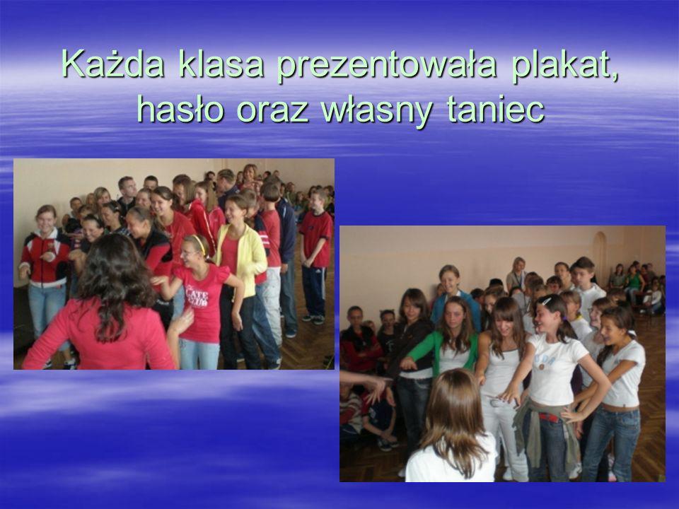 Każda klasa prezentowała plakat, hasło oraz własny taniec