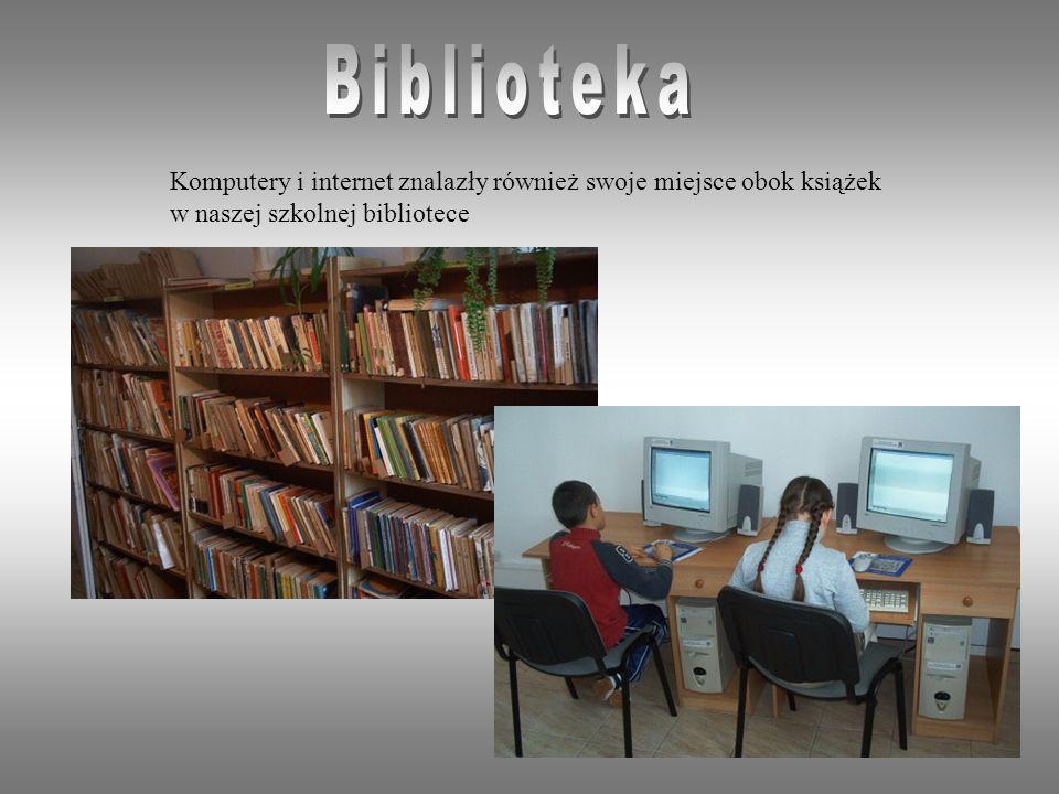 Biblioteka Komputery i internet znalazły również swoje miejsce obok książek.