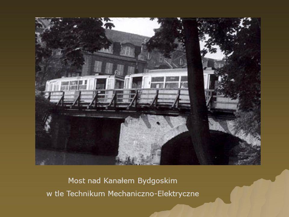 Most nad Kanałem Bydgoskim w tle Technikum Mechaniczno-Elektryczne