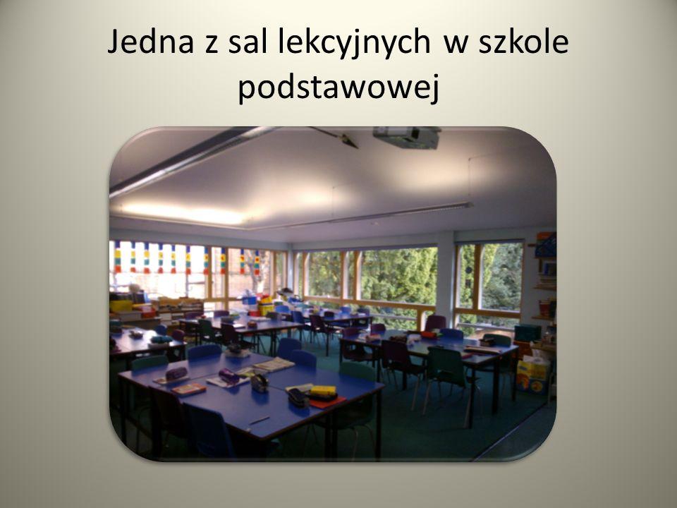 Jedna z sal lekcyjnych w szkole podstawowej