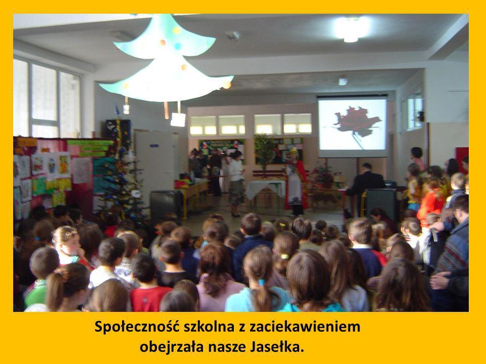 Społeczność szkolna z zaciekawieniem obejrzała nasze Jasełka.