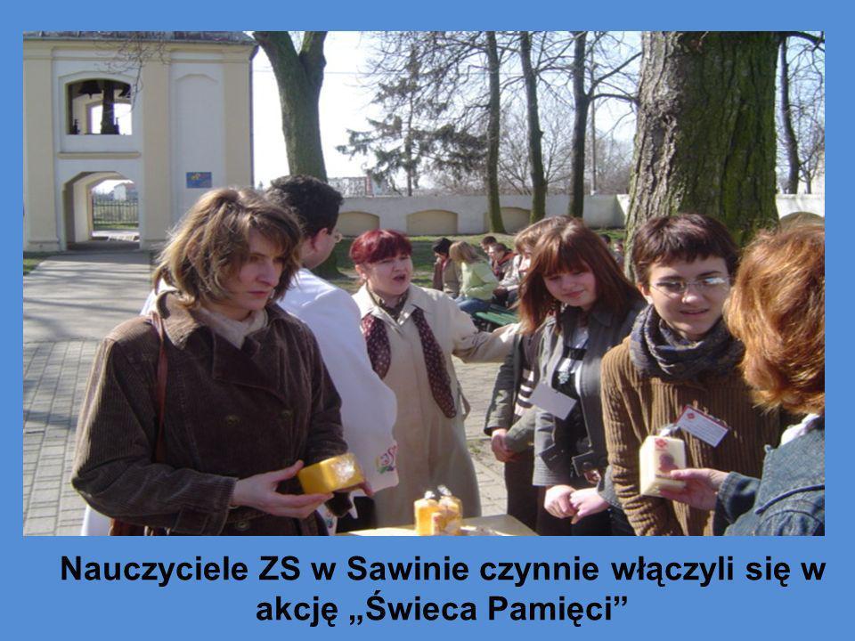 """Nauczyciele ZS w Sawinie czynnie włączyli się w akcję """"Świeca Pamięci"""