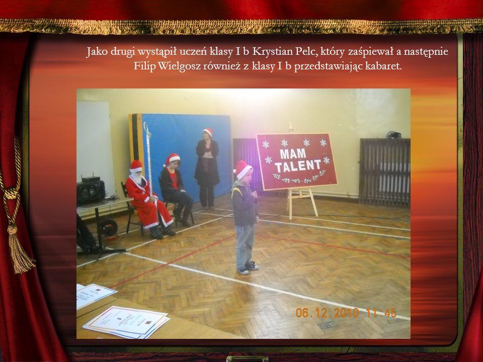 Jako drugi wystąpił uczeń klasy I b Krystian Pelc, który zaśpiewał a następnie Filip Wielgosz również z klasy I b przedstawiając kabaret.