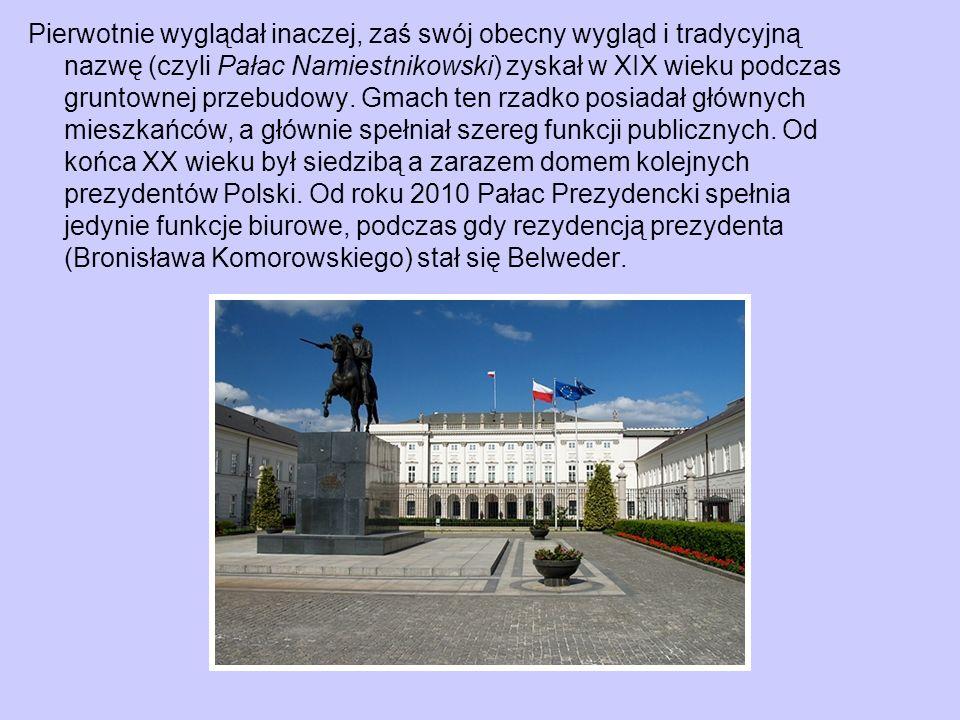 Pierwotnie wyglądał inaczej, zaś swój obecny wygląd i tradycyjną nazwę (czyli Pałac Namiestnikowski) zyskał w XIX wieku podczas gruntownej przebudowy.