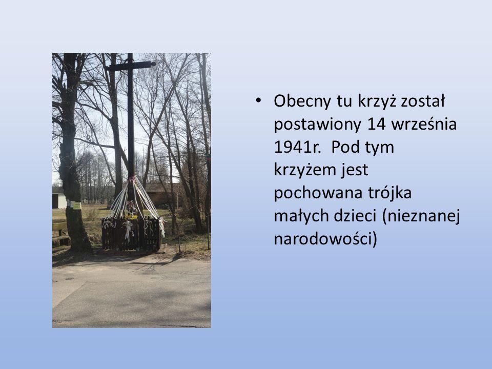 Obecny tu krzyż został postawiony 14 września 1941r