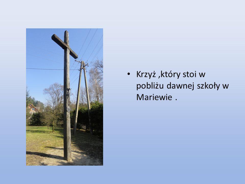 Krzyż ,który stoi w pobliżu dawnej szkoły w Mariewie .