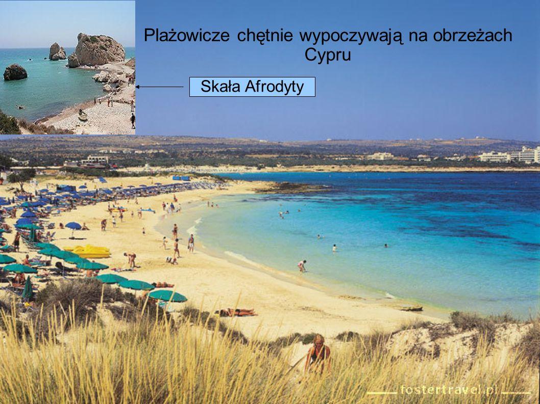 Plażowicze chętnie wypoczywają na obrzeżach Cypru