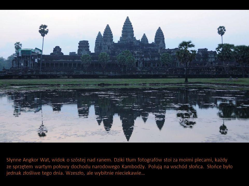 Słynne Angkor Wat, widok o szóstej nad ranem