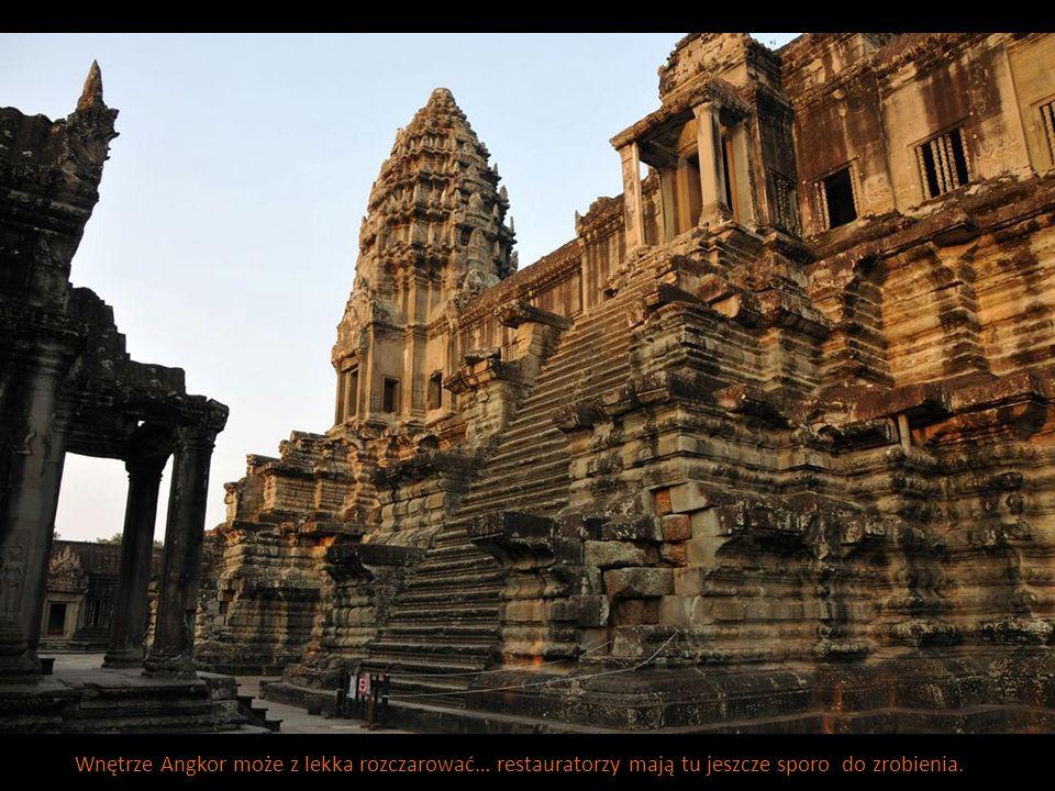 Wnętrze Angkor może z lekka rozczarować… restauratorzy mają tu jeszcze sporo do zrobienia.