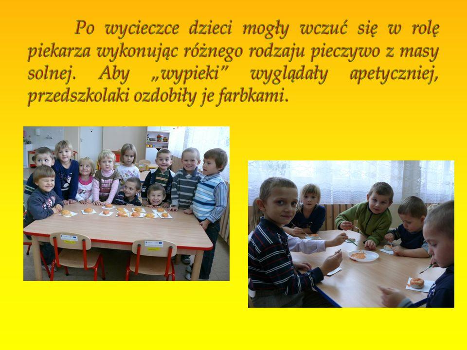 Po wycieczce dzieci mogły wczuć się w rolę piekarza wykonując różnego rodzaju pieczywo z masy solnej.